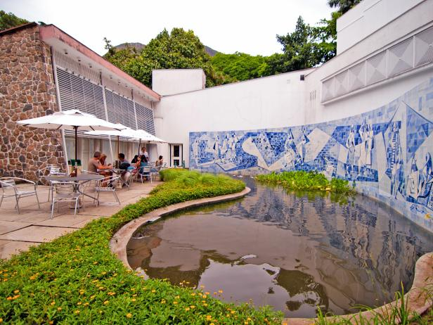 Outdoor patio at the Instituto Moreira Salles in Rio de Janeiro